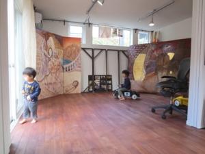 ▲ホール・アトリエ・客室を広くフルオープンにして制作に取り組んでいます。