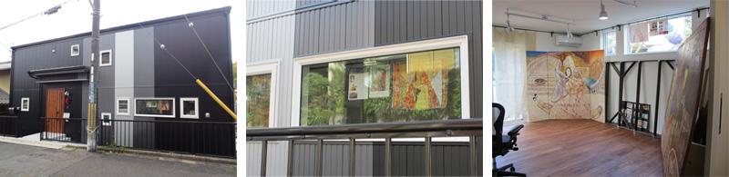 ▲道行く人の視線がちょうどアトリエの小窓に。制作展の告知などをしています。将来はギャラリーとしてオープンも検討中です。