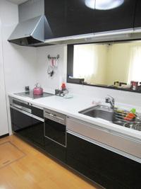 オール電化のキッチンで、料理も楽しく(1階キッチン)