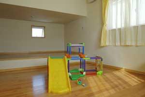 3階の子供部屋ができたことで、オモチャは引越し前の2倍に増え、R君とK君もより一層パワフルに走り回るようになったとか