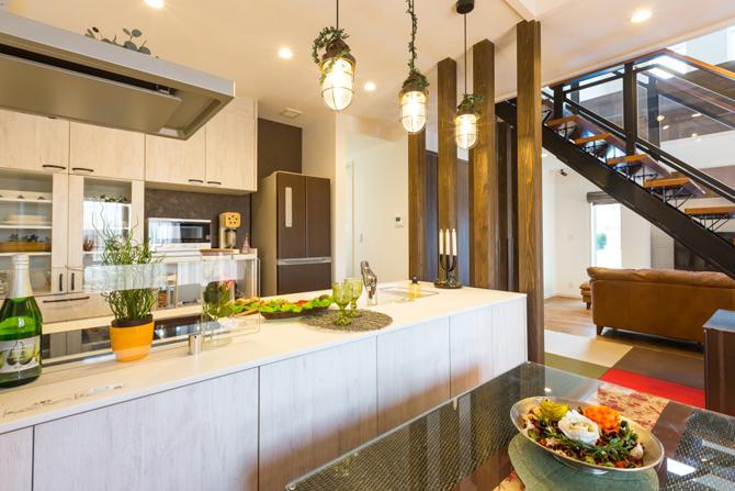 ガーデンテラスと一体利用可能なオープンキッチン