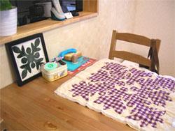ハワイアンキルトが趣味の奥様。 新しいお部屋のあちこちに奥様手作りのキルトが飾られています。