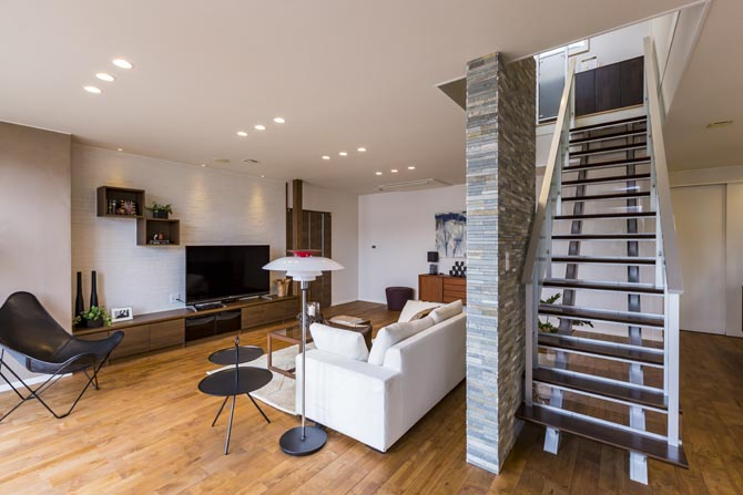 オープン階段とリビングスペース