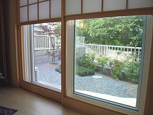 ▲和室の窓から見える庭の景色がとてもお気に入りのS様