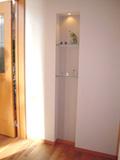 ▲玄関にはさりげなく工夫された飾り棚のスペース(1階玄関ホール)