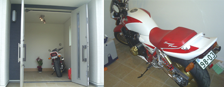 ▲玄関を開けると広く続く土間と自慢のバイクが…