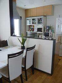▲賃貸アパートにはなかった対面キッチンも快適。(1階LDK)