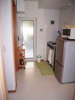 ▲和室奥の浴室&ミニキッチンは、リビングからも行き来できる。(1階和室)