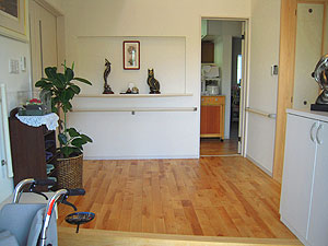 ▲車椅子でも楽に通れるように設計された機能的な玄関まわりをはじめ、全てが生活しやすいように広く設計されている。