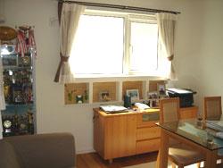 ▲ダイニングの窓下には、家族の写真などが飾れるスペースも。