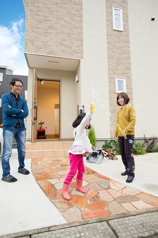 千葉県船橋市:ZEH/玄関アプローチ