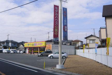 ヤマト住建 加古川店の駐車場