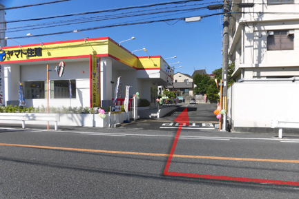 ヤマト住建 枚方店の駐車場