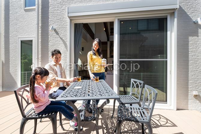 [茨城県守谷市:モデルハウス]守谷住宅展示場/全館空調の家/電力自給自足/ZEH/ダブル断熱/3階建て/スキップフロア/ツリーハウス/ウッドデッキ/アウトドアリビング/ご家族