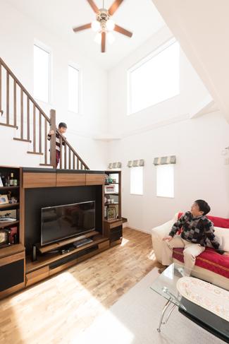 ▲帰宅時にご家族が顔を合わせるリビング階段。全館空調を導入された理由のひとつ。