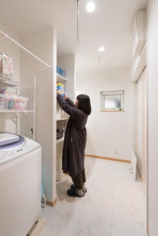 和歌山県和歌山市:無垢材/洗面室
