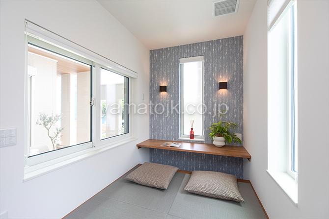 [愛知県一宮市]ダブル断熱仕様でエアコン1台で全館空調するZEH(ゼロエネルギーハウス)ヤマト住建モデルハウスのカウンター付きの畳コーナー