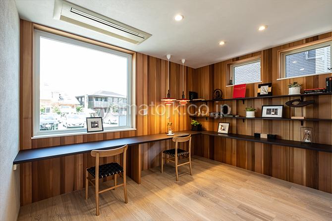 [神奈川県厚木市]ダブル断熱仕様のZEH(ゼロエネルギーハウス)ヤマト住建モデルハウスのカフェのようにくつろげるカウンタースペース
