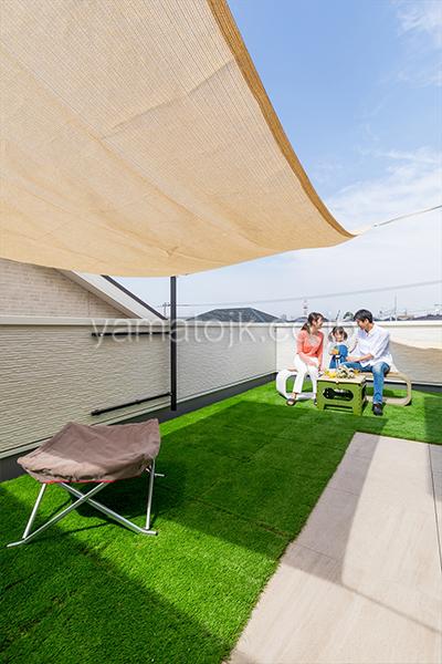 [神奈川県相模原市]ダブル断熱仕様でエアコン1台で全館空調するZEH(ゼロエネルギーハウス)ヤマト住建モデルハウスの開放感のある屋上庭園