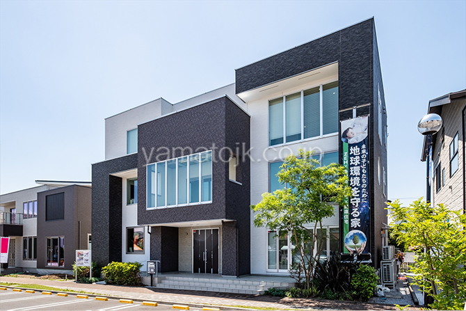 [神奈川県厚木市]ダブル断熱仕様のZEH(ゼロエネルギーハウス)ヤマト住建モデルハウスのシンプルモダンな外観