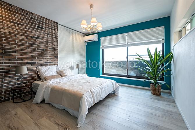 [神奈川県厚木市]ダブル断熱仕様のZEH(ゼロエネルギーハウス)ヤマト住建モデルハウスのバルコニーがある主寝室
