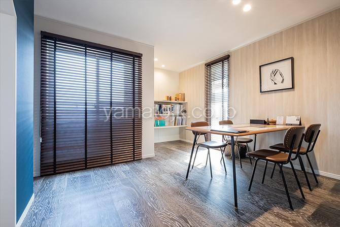 [神奈川県厚木市]ダブル断熱仕様のZEH(ゼロエネルギーハウス)ヤマト住建モデルハウスのラスティック調の洋室