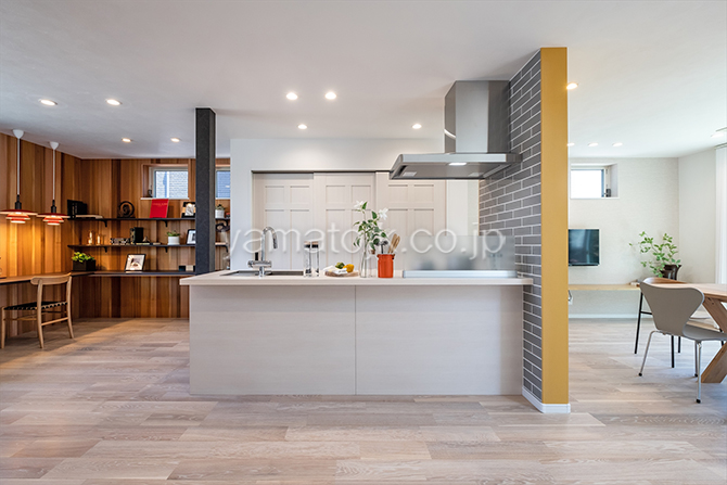 [神奈川県厚木市]ダブル断熱仕様のZEH(ゼロエネルギーハウス)ヤマト住建モデルハウスの家事がしやすいオープンキッチン