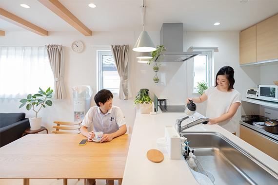 [千葉県流山市]ヤマト住建お客様宅の二世帯住宅のコミュニケーションが生まれるペニンシュラキッチン