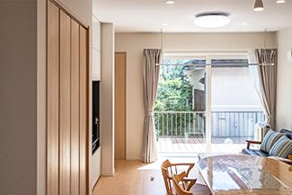 [千葉県流山市]ヤマト住建お客様宅の二世帯住宅の明るい1階リビング