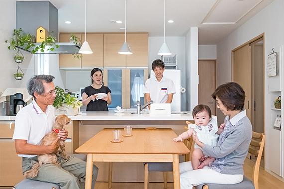 [千葉県流山市]ヤマト住建お客様宅の二世帯住宅のコミュニケーションが取りやすいペニンシュラキッチン