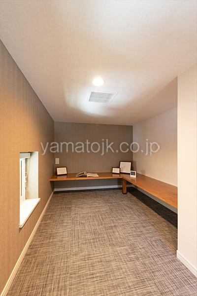 [京都府精華町]ダブル断熱仕様で電気を自給自足するZEH(ゼロエネルギーハウス)ヤマト住建モデルハウスのカウンター付きのロフト