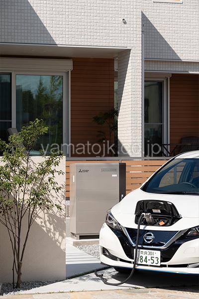 [京都府精華町]ダブル断熱仕様で電気を自給自足するZEH(ゼロエネルギーハウス)ヤマト住建モデルハウスの電気を自給自足を実現する電気自動車の蓄電池とV2Hシステム