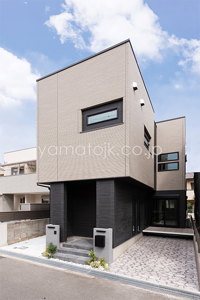 [兵庫県伊丹市]ダブル断熱仕様のZEH(ゼロエネルギーハウス)ヤマト住建モデルハウスの外観