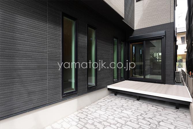 [兵庫県伊丹市]ダブル断熱仕様のZEH(ゼロエネルギーハウス)ヤマト住建モデルハウスのLDKから繋がるテラス