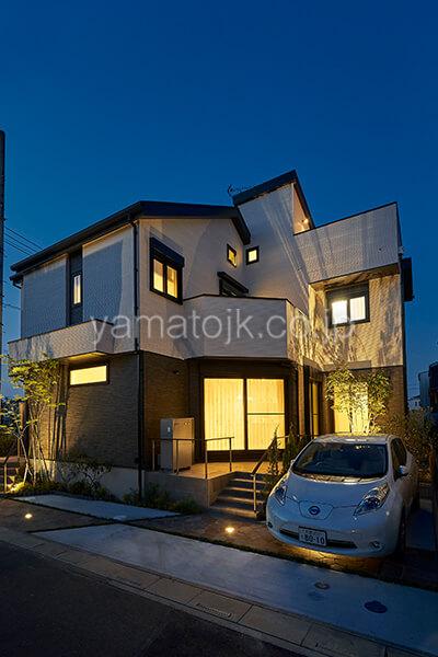 [埼玉県上尾市]ダブル断熱仕様で電気を自給自足するZEH(ゼロエネルギーハウス)ヤマト住建モデルハウスの夜景