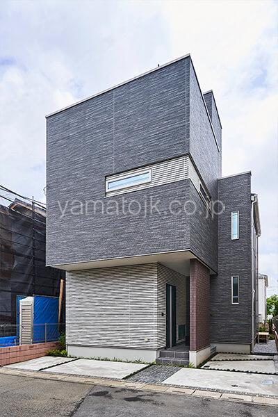 [埼玉県所沢市]ダブル断熱仕様のZEH(ゼロエネルギーハウス)ヤマト住建モデルハウスの生活感を感じさせないシンプルな外観