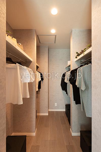 [神戸市西区]ダブル断熱仕様のZEH(ゼロエネルギーハウス)ヤマト住建モデルハウスの主寝室のウォークインクローゼット