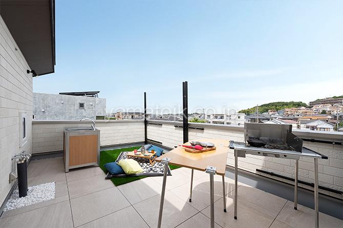 [神戸市西区]ダブル断熱仕様のZEH(ゼロエネルギーハウス)ヤマト住建モデルハウスのBBQや遊び場に最適な屋上庭園
