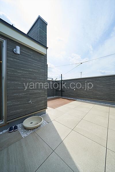 [埼玉県所沢市]ダブル断熱仕様のZEH(ゼロエネルギーハウス)ヤマト住建モデルハウスのプライベート空間の屋上庭園