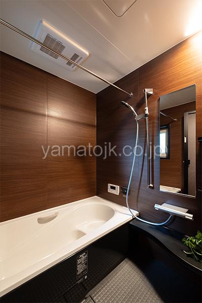 [神戸市西区]ダブル断熱仕様のZEH(ゼロエネルギーハウス)ヤマト住建モデルハウスのダークカラーの上質空間な浴室