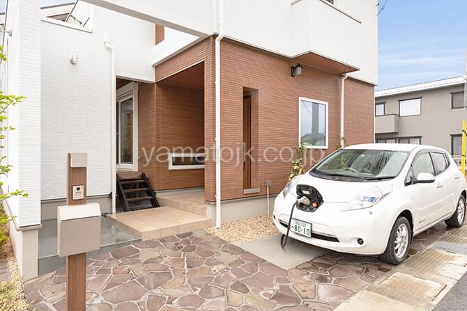 [滋賀県彦根市]ダブル断熱仕様で電気を自給自足するZEH(ゼロエネルギーハウス)ヤマト住建モデルハウスの電気を自給自足を実現する電気自動車の蓄電池とV2H