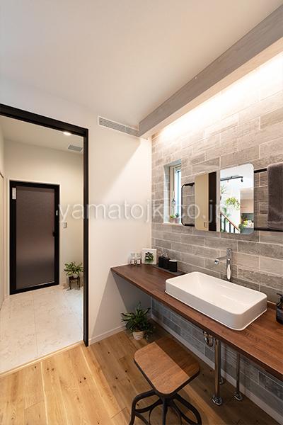 [神戸市西区]ダブル断熱仕様のZEH(ゼロエネルギーハウス)ヤマト住建モデルハウスのセパレートの洗面室