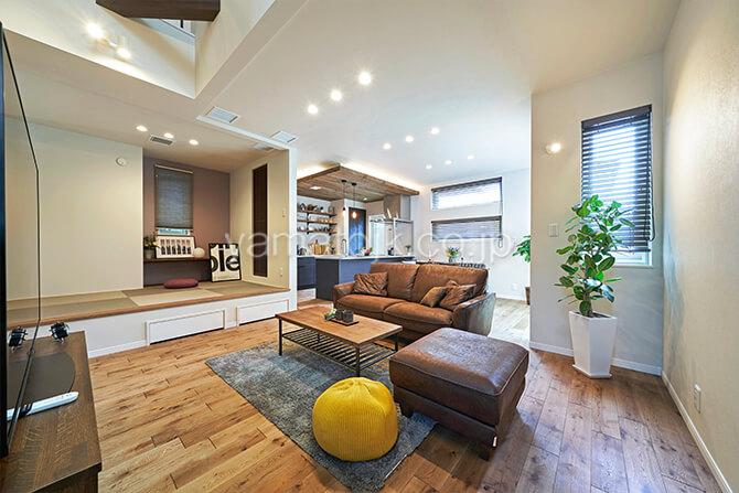 [埼玉県所沢市]ダブル断熱仕様のZEH(ゼロエネルギーハウス)ヤマト住建モデルハウスの一室空間のLDKと和室