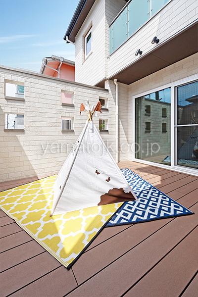 [神戸市西区]ダブル断熱仕様のZEH(ゼロエネルギーハウス)ヤマト住建モデルハウスの人目を気にせず過ごせるアウトドア空間のロジア