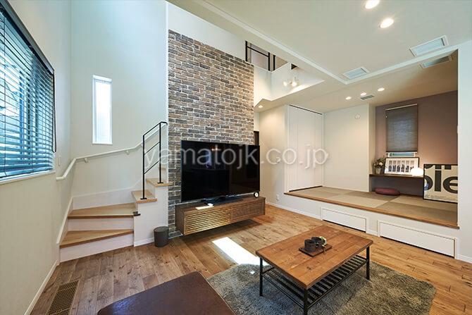 [埼玉県所沢市]ダブル断熱仕様のZEH(ゼロエネルギーハウス)ヤマト住建モデルハウスのリビングとキッチンからアクセスしやすい和室